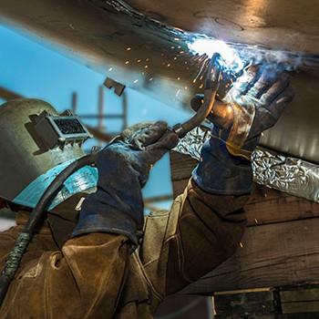 Distribución de material de protección para soldadores