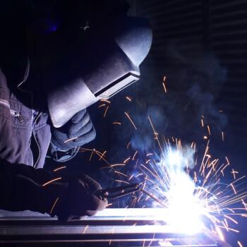 Trabajos de mantenimiento de maquinas de soldar